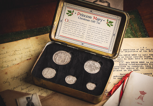 UK 1914 WWI Christmas Princess Mary Tin Silver Five Coin Set8 002 - The 100 year old tin that was delivered to 'every sailor afloat and every soldier at the front'…